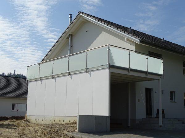 Glas-Metall Geländer Neubau